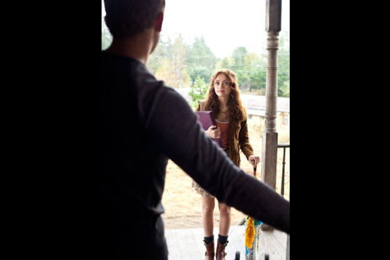 09-dylan-opens-the-door-and-sees-emma